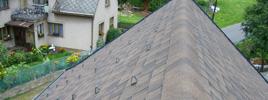 Rodinný dům Lachov - Kanadská šindel, falcovaná střecha z hliníku - Prefa