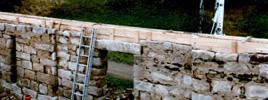 Betonování podlah - Svázaní starého zdiva