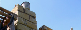Pískovcový komím - Zhotoven z ručně opracovaných kamenů