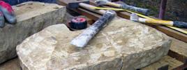 Opláštění arkýře - stavba pískovcových sloupů